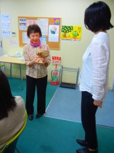 今回で退任する奥田理事に花束の贈呈